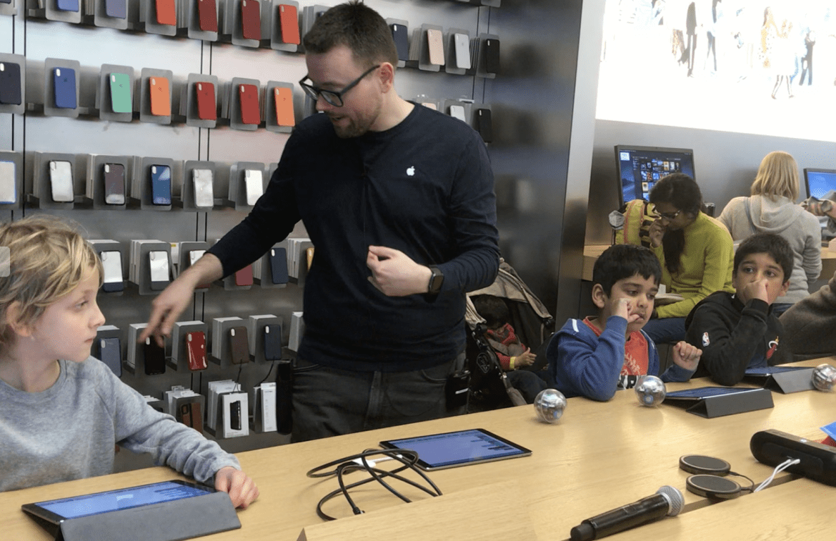 Kingston's Apple Store to hold 'Family Camp' digital skills sessions