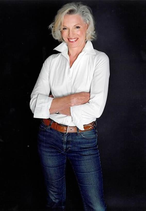 denim-tips-for-women-over-50-b