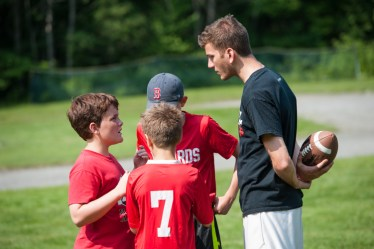 team huddle sprts campers counselors summer camp