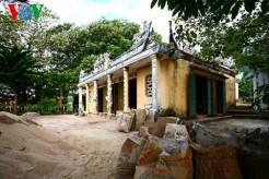 Đền thờ Thiên Y Ana (xã An Hải) – di tích lịch sử văn hoá cấp tỉnh cũng ngổn ngang vật liệu