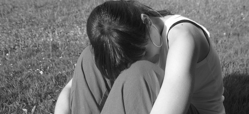 ストレスを溜め込んでいる女性