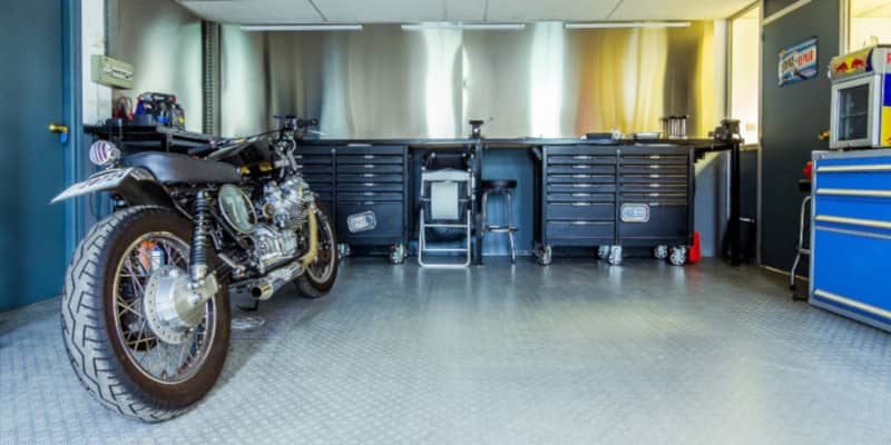 ガレージにあるバイク