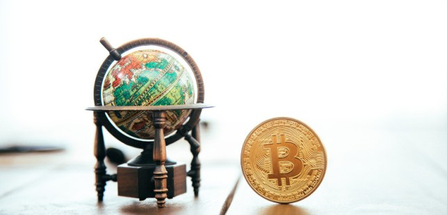 ビットコインと地球儀