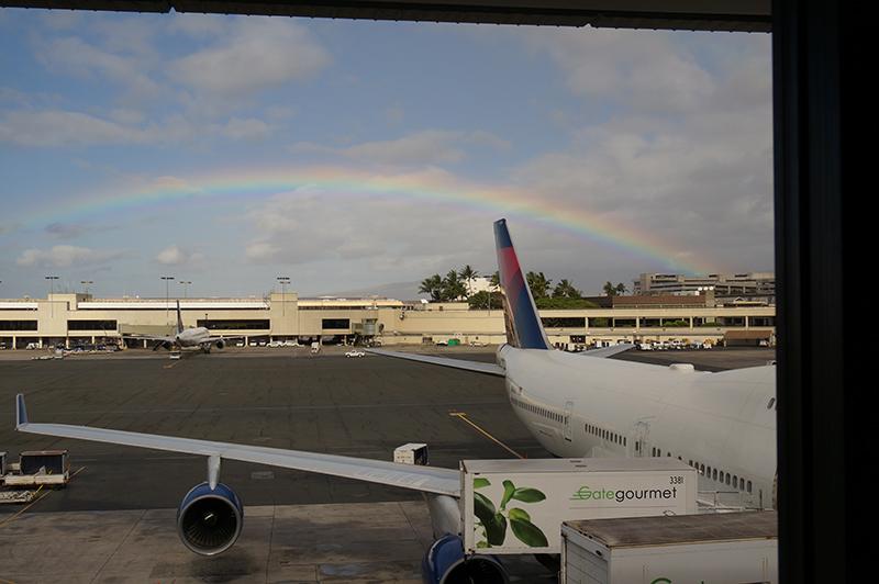 ホノルル空港で虹