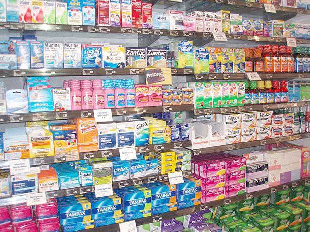 ホノルルで日本語の通じる薬局は?