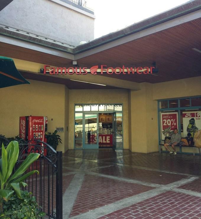 Famous Footwear Ward Center(フェイマス・フットウェア ワード・センター店)