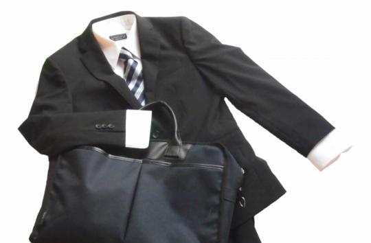 結婚式 スーツ 色 男性