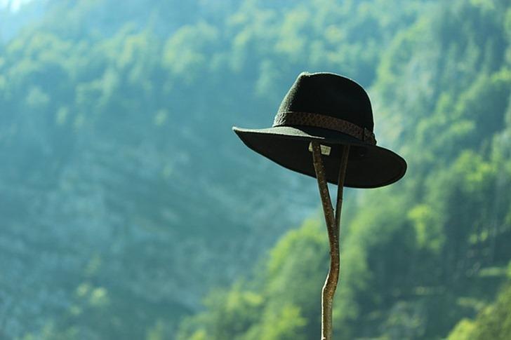 hat-1085537_640
