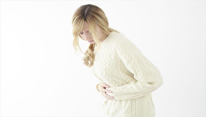 しゃっくりの止め方 立ち姿勢で息をすい腹筋に力を入れる