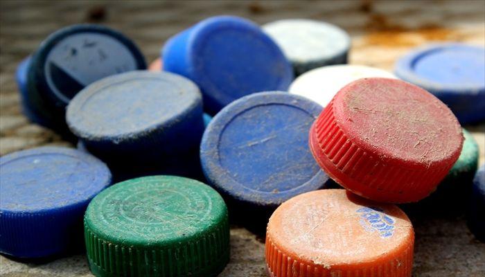 ペットボトル 成分とリサイクル