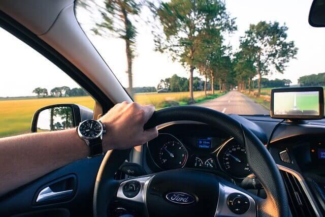 車でドライブ