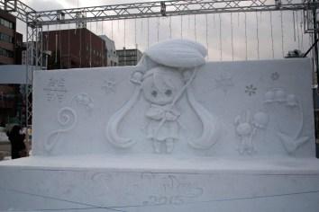 Snow Miku sculpture