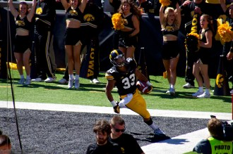 Hawkeye RB Jordan Canzeri makes his way into the end zone