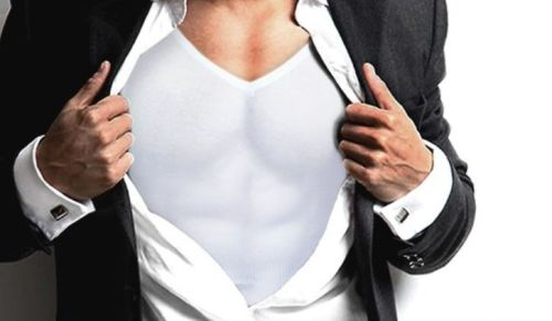 スーツの上からもわかるほどの大胸筋が大好き