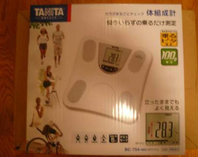 タニタ体脂肪計の箱