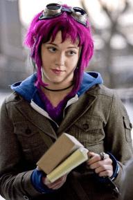 Мой идеал №1 Для счастья мне нужна меланхолическая девушка, таскающая кувалду в сумочке и перекрашивающая волосы в цвета радуги черта ради.