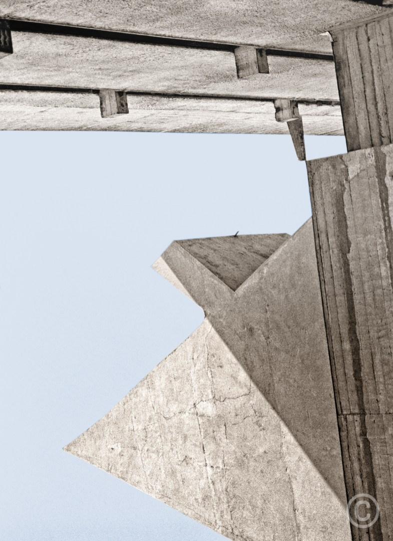 La Pyramide de Corbu Couvent de la Tourette - v1