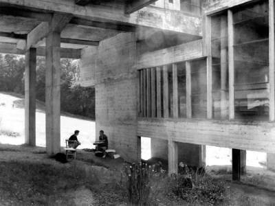 Couvent de la Tourette Under the Atrium Le Corbusier architect Visiting american students © Jerominus 1996