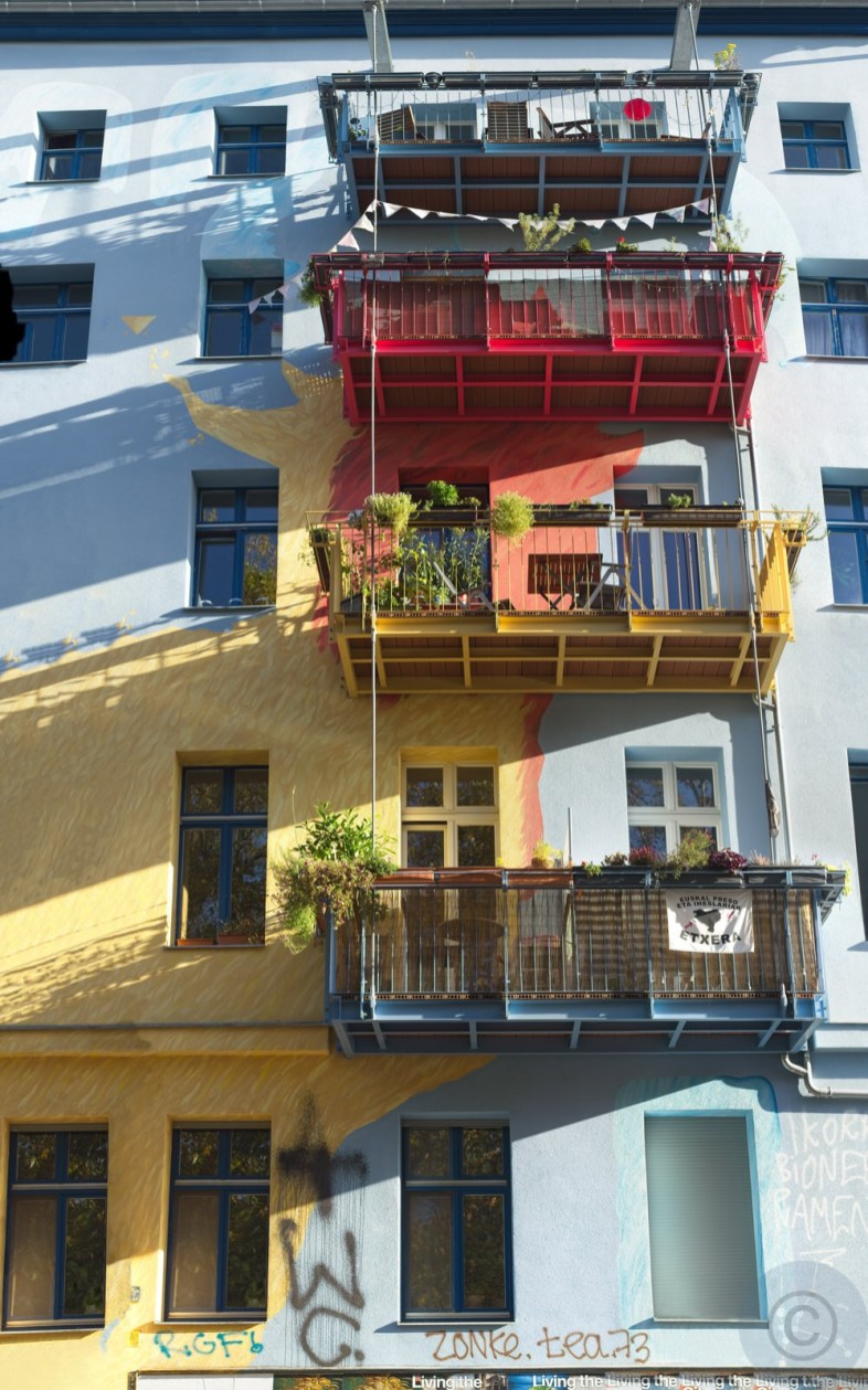 Living ... the living ... the ... Balcony in(-)sanity © Prosper Jerominus 2020
