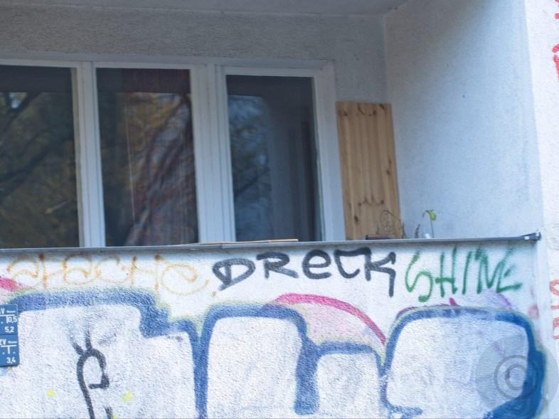 Dreck shine Balcony in(-)sanity © Prosper Jerominus 2020