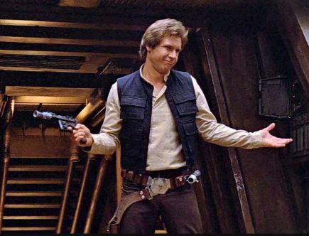 Najdroższe rekwizyty filmowe - Han Solo z pistoletem. Kadr z filmu