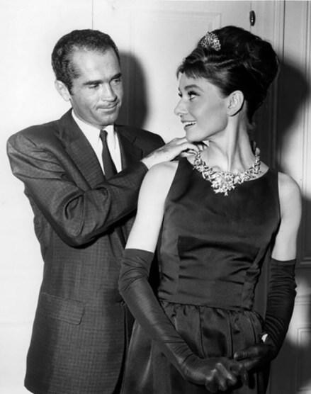 Givenchy iAudrey Hepburn wmałej czarnej sukience.