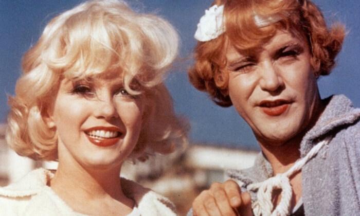 Kultowe filmy letnie - Marilyn Monroe wfilmie pół żartem pół serio