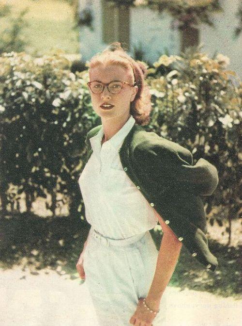Grace Kelly wokularach.