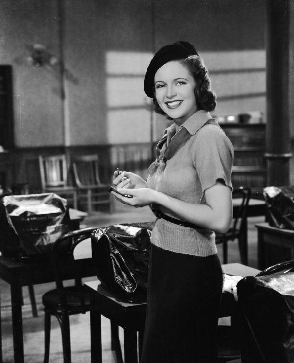 Lana Turner wfilmie Zapamiętają - dziewczyna wswetrze