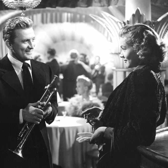 Kirk Douglas iLauren Bacall naplanie filmu, wktórymstatystką była Jean Spangler