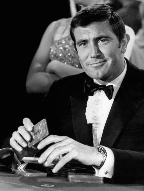 George Lazenby jako James Bond