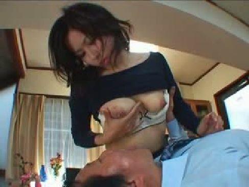 弾力のある巨乳が堪らない三十路人妻が旦那に性感帯を弄られ感じてる塾女性雑誌30代 動画
