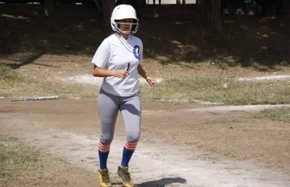 Primero de la serie final del Play Offs del softbol femenil