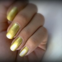 Trend Alert: Golden Nails
