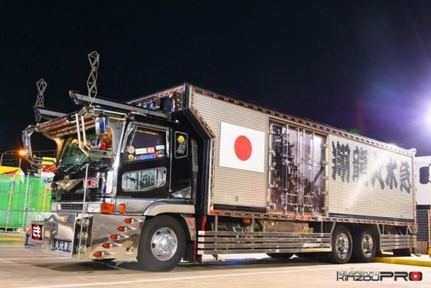 働く男のデコトラ!大型冷凍車スーパーグレートの翔龍丸水急が勇ましい!! 1