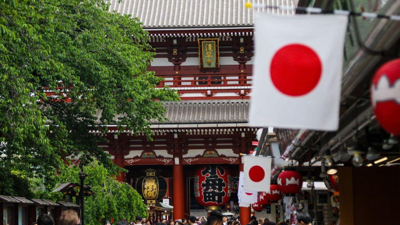bandera de japón en Asakusa