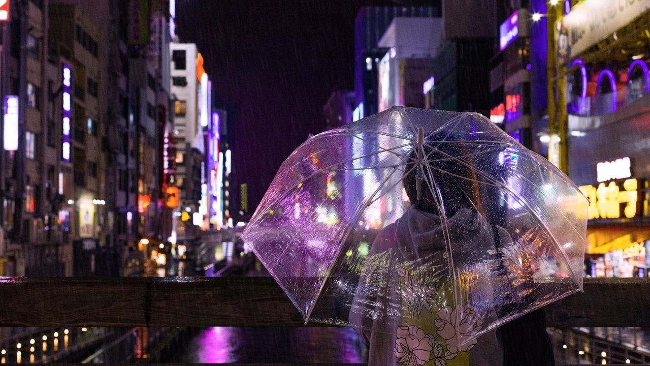 Ciudad de noche en Japón