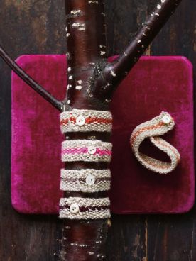 http://www.melaniefalickbooks.com/news/2013/11/20/5-quick-and-easy-gifts-to-knit-and-finish-this-weekend.html