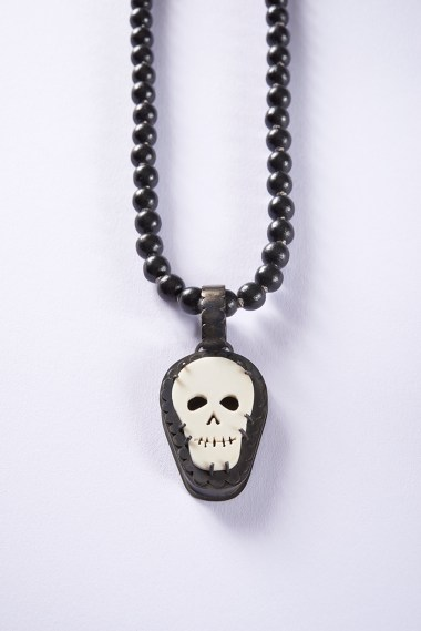 06 Collier