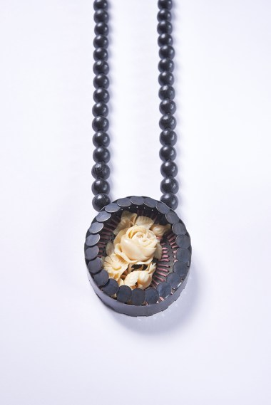 09 Collier