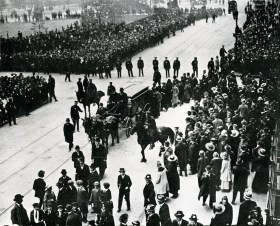 Sholom's funeral over 100,000 lined streets