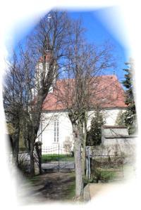 Kirche Bertsdorf mit Friedhof