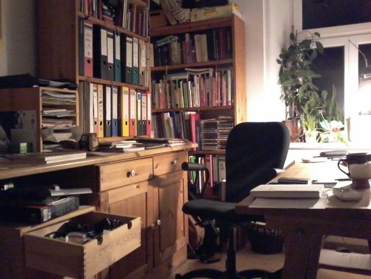 Schreibtisch.