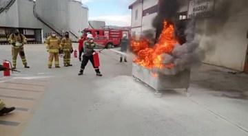 Gerçeğini aratmadı, itfaiyeden dolum tesisinde yangın tatbikatı