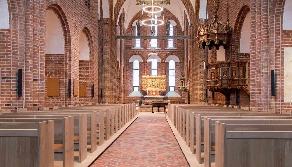 Løgumkloster kirke og Oticon