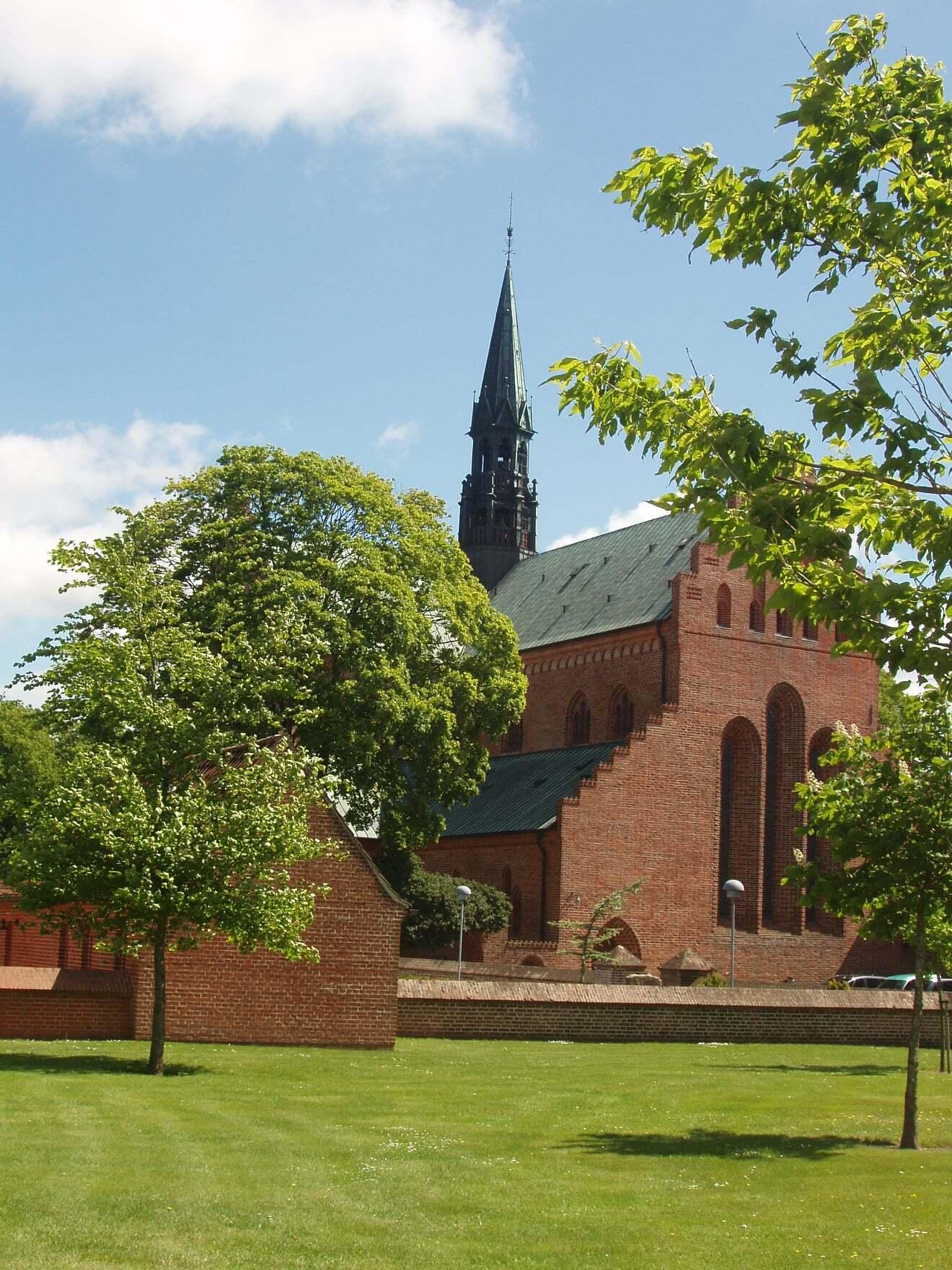 løgumkloster-kirke-Kristen-Skriver-Frandsen