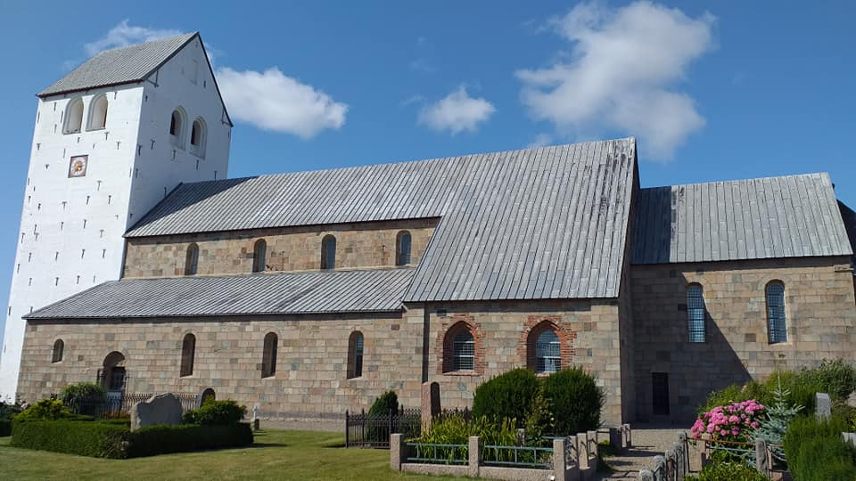 Vestervig-kirke-fra-siden-Henrik-Hove-Jacobsen