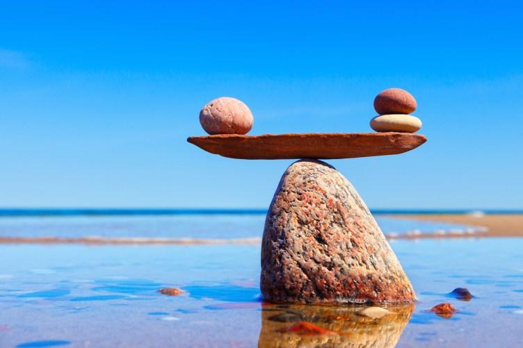 Kiviä rantavedessä