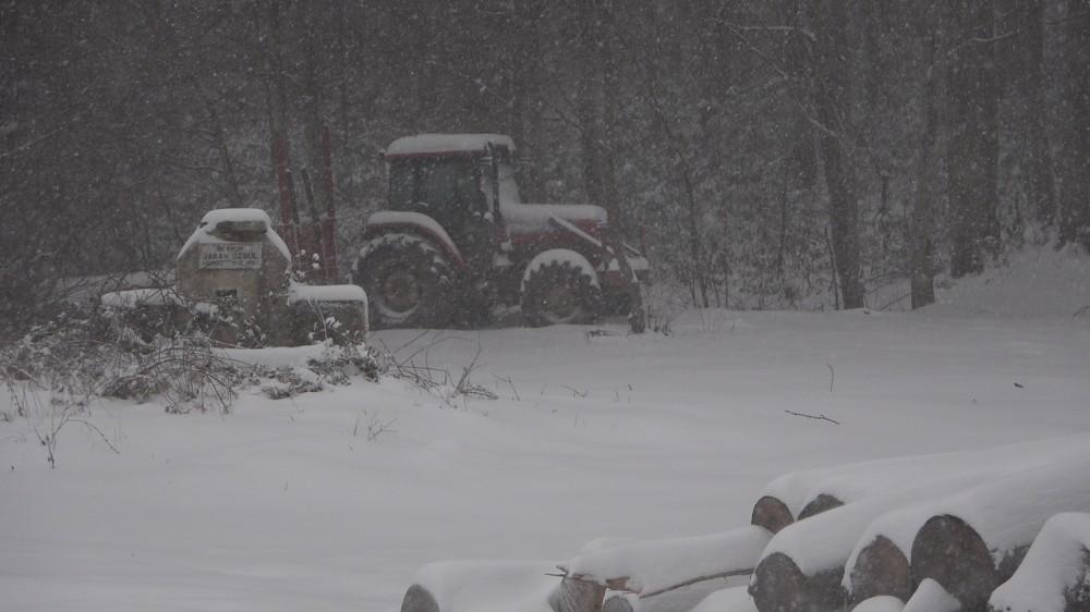 Kırklareli'nin yüksek kesimlerinde kar etkili oldu: 38 köy yolu kapalı