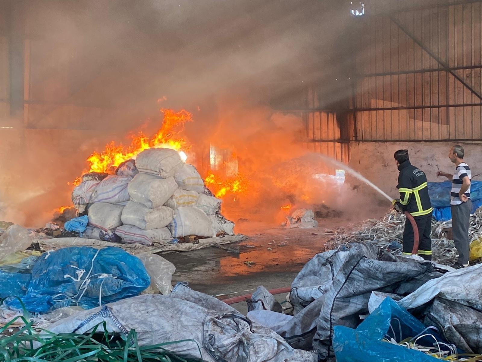 Kırklareli'nde geri dönüşüm fabrikasında yangın